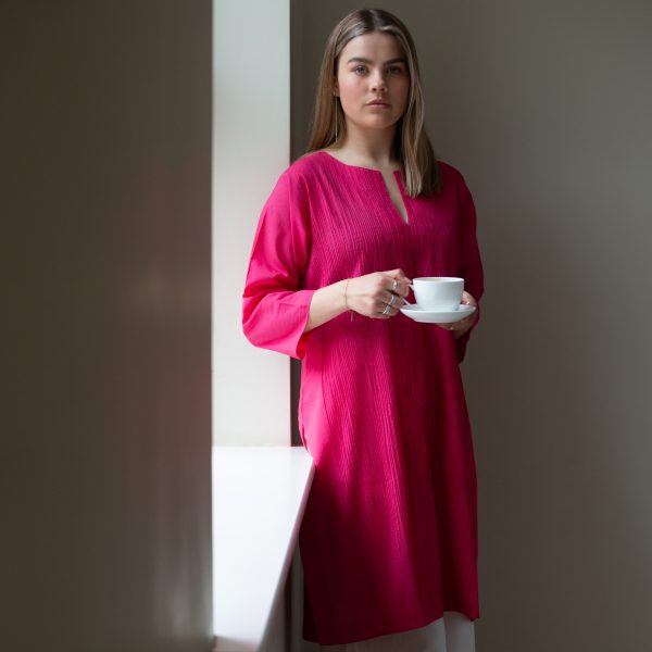 100% cotton ladies kurta. Full pin tucking on front. Knee length with side split and simple neckline. Vibrant pink.